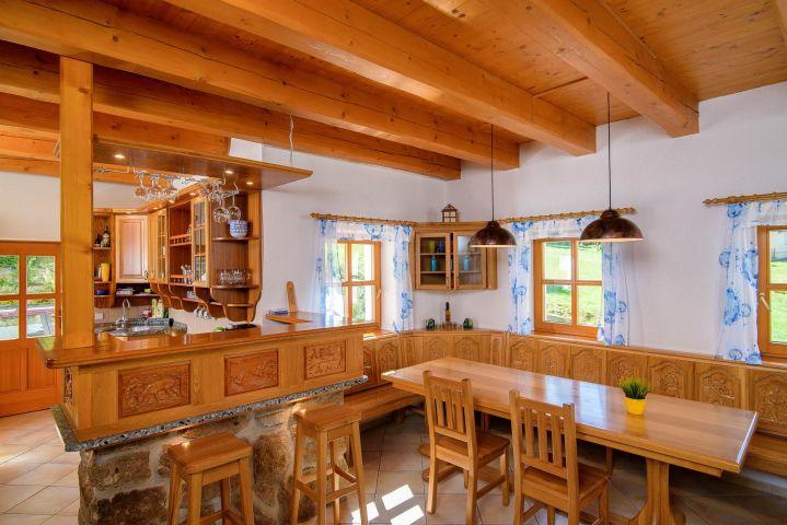 Jídelní kout a kuchyně  | Chalupa Amálka | Ubytování JIzerské hory