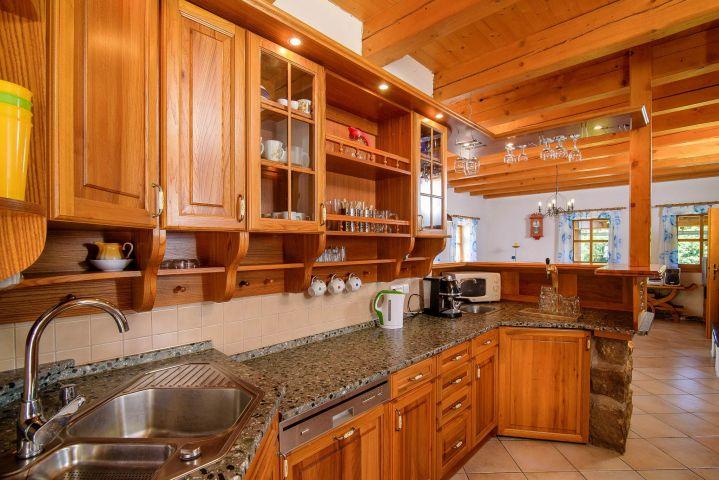 Amálčina divotvorná kuchyně s pípou | Chalupa Amálka | Ubytování JIzerské hory