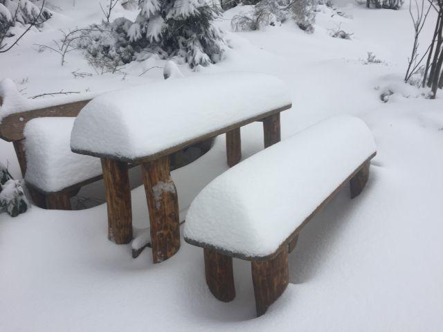Sněhu u nás bývá dost | Chalupa Amálka v zimě