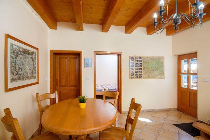 Druhý jídelní stůl | Chalupa Amálka | Ubytování JIzerské hory